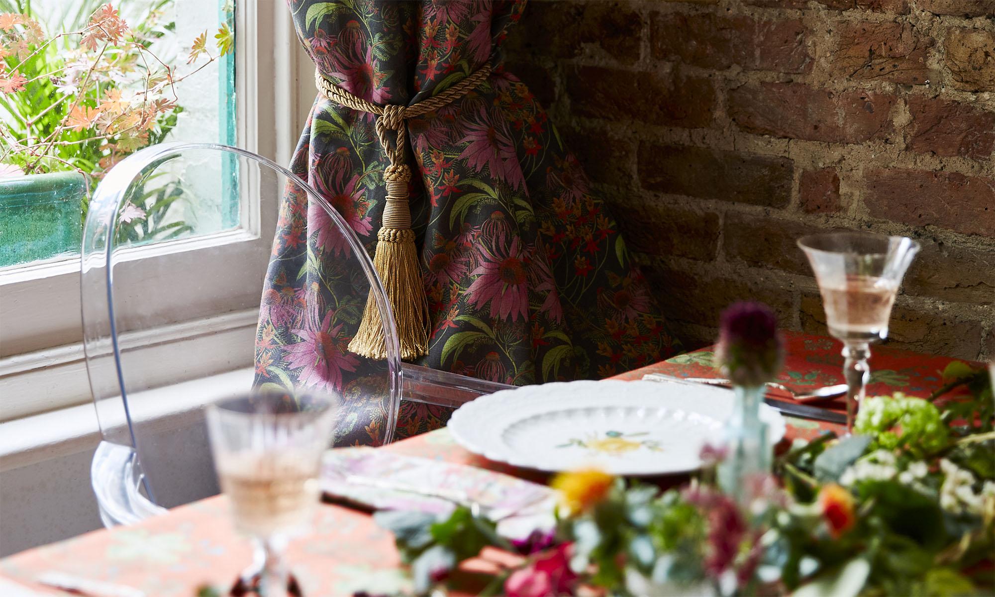 Table Curtain Monarch Prunus
